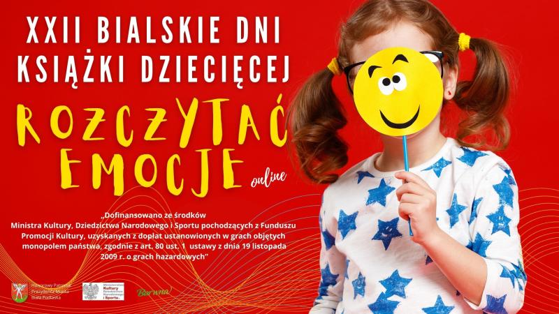 Baner promocyjny XXII Bialskich Dni Książki Dziecięcej organizowanych pod hasłem Rozczytać emocje w ramach projektu Ministerstwa Kultury i Dziedzictwa Narodowego. Widoczna jest na nim dziewczynka zasłaniająca twarz lizakiem wykonanym z tektury.